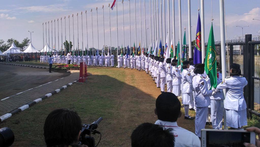 102 Anggota Paskibraka Iringi Prosesi Pengibaran Bendera Peserta PON di GBLA