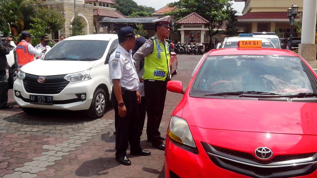 Petugas Gabungan Razia Taksi Gelap di Yogya, Temukan Banyak Pelanggaran