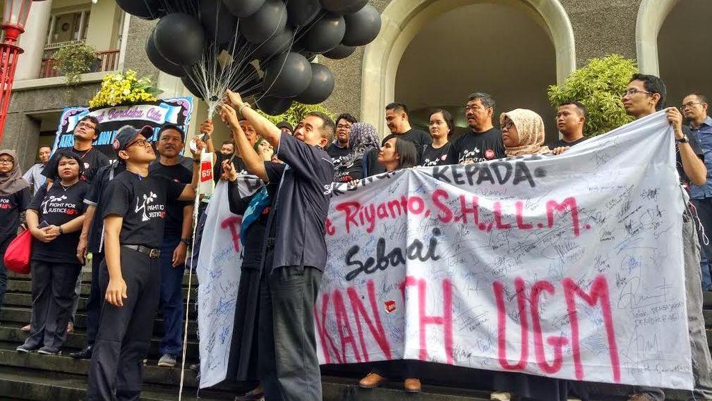 Tak Hanya Dosen, Mahasiswa Fakultas Hukum Juga Protes Rektor UGM Soal Pemilihan Dekan