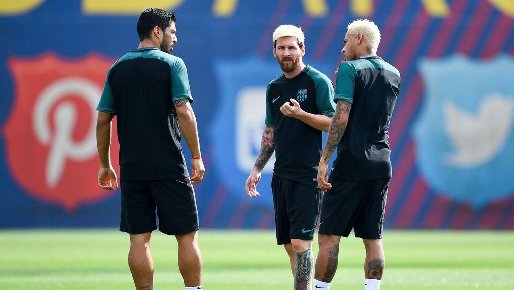 Messi dan Neymar Sudah Blonde, Suarez Kapan?