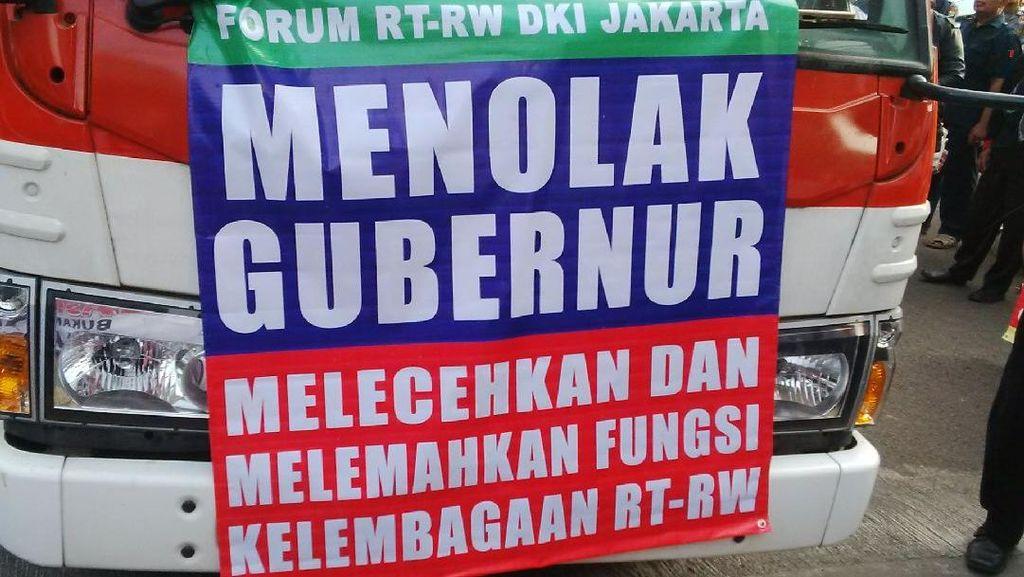 Demo di Balai Kota dan DPRD, Forum RT/RW Tolak Ahok dan Aplikasi Qlue