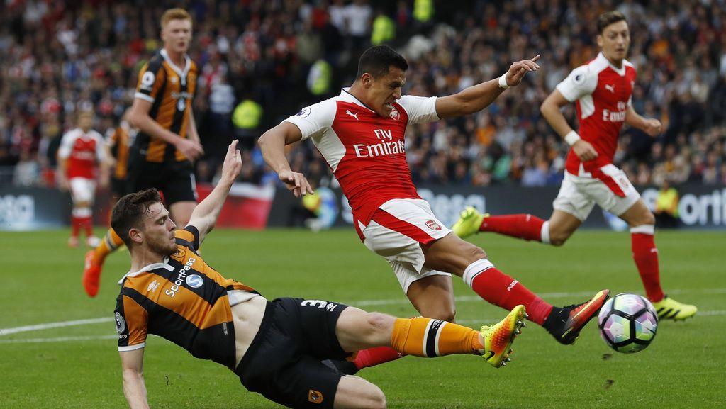 Arsenal Kalahkan 10 Pemain Hull 4-1