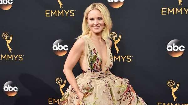 Parade Selebriti Cantik di Emmy Awards 2016