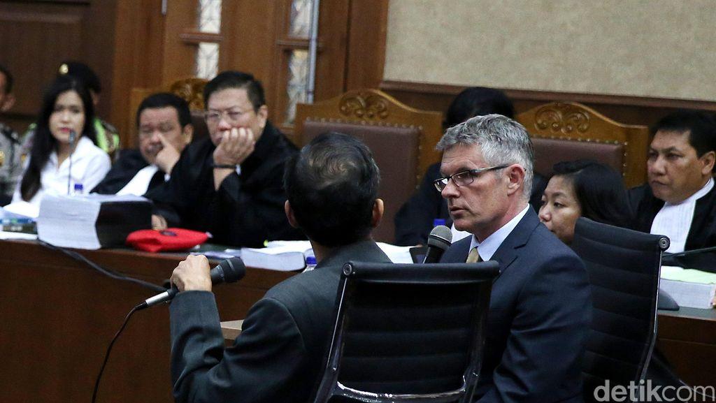 Hakim Tolak Rismon Sianipar Bersaksi untuk Kedua Kali, Sidang Ditunda Kamis