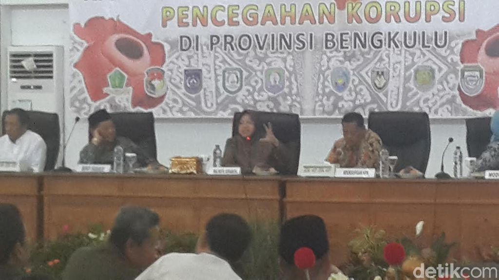 Risma Bareng KPK Berbagi Kisah Sukses Membangun Daerah Tanpa Korupsi di Bengkulu