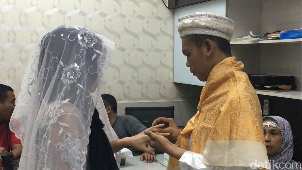 Pernikahan Haru Pelaku Curanmor di Kantor Polisi