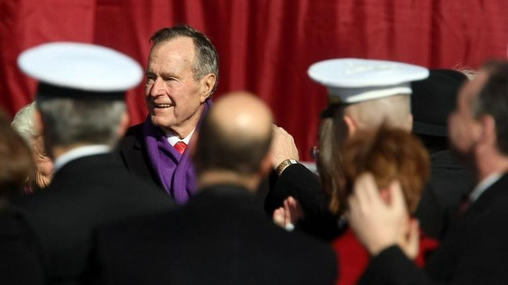 Mantan Presiden AS George HW Bush Akan Pilih Hillary Clinton dalam Pilpres