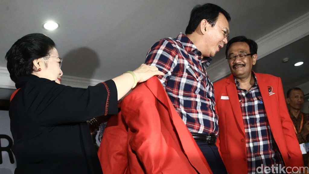 Totalitas Megawati Dukung Ahok: Pasang Badan hingga Jas Merah