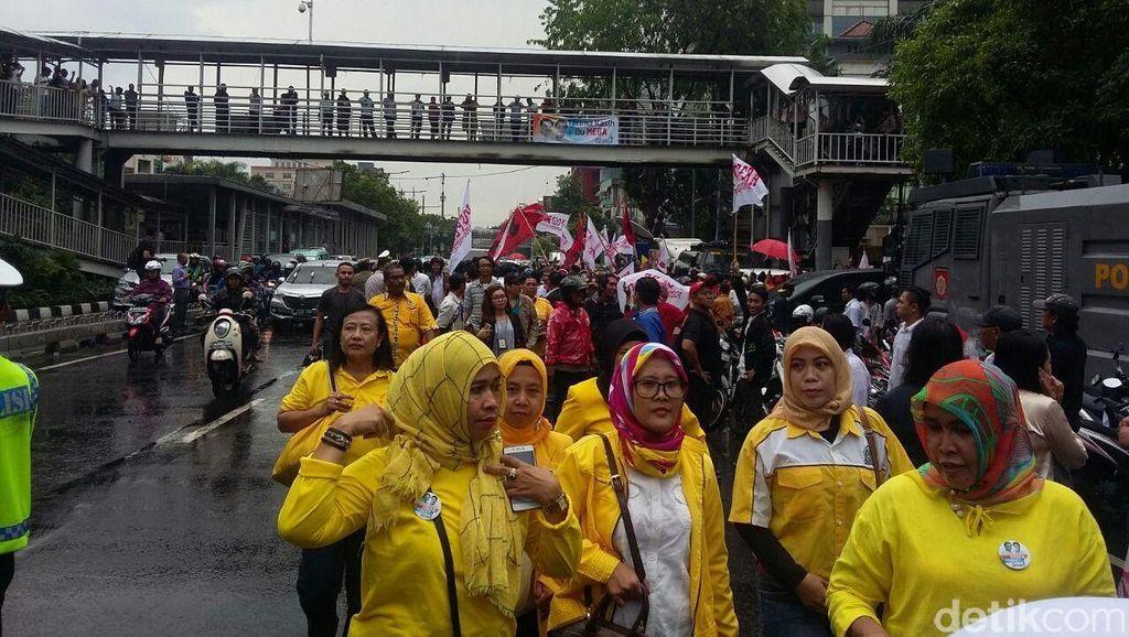 Begini Keramaian Massa Pendukung Ahok-Djarot di KPU DKI