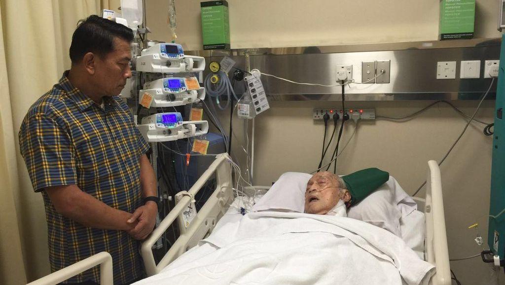 Maulwi Saelan, Eks-Kiper Timnas dan Mantan Ketum PSSI, Masuk Rumah Sakit