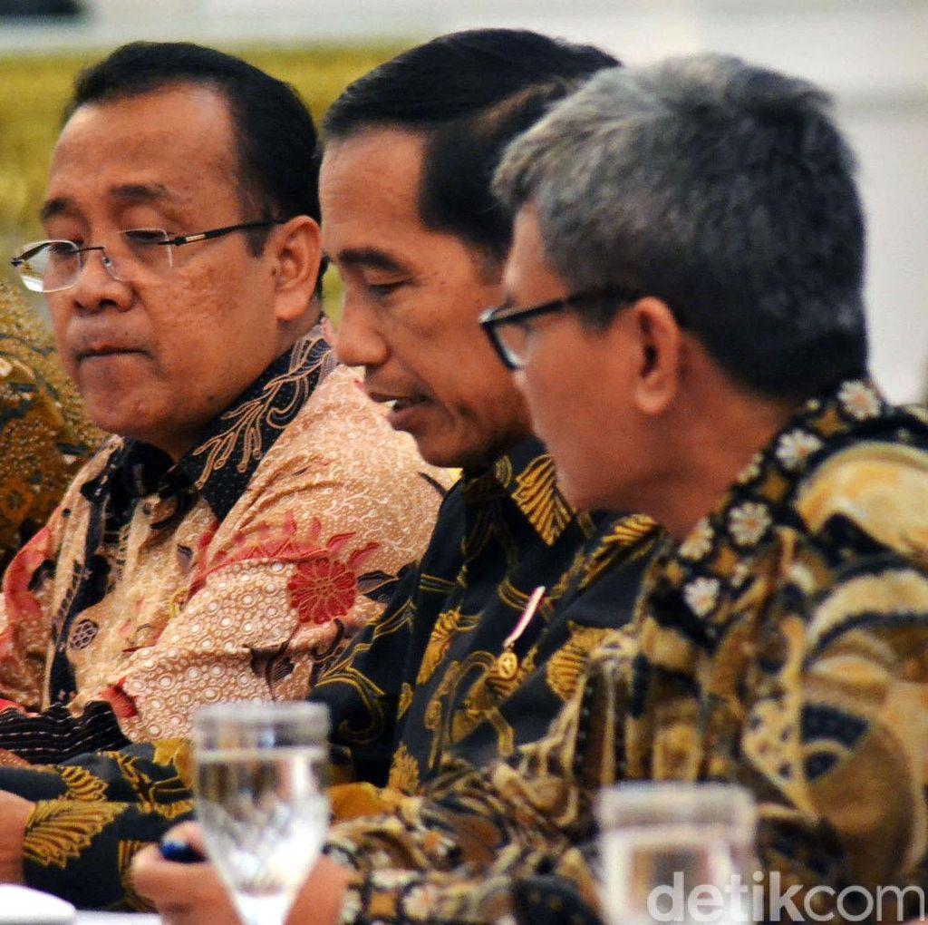 Jokowi Telah Mendengar Usulan Sanksi Sosial <I>Nyapu</I> Jalan Bagi Koruptor