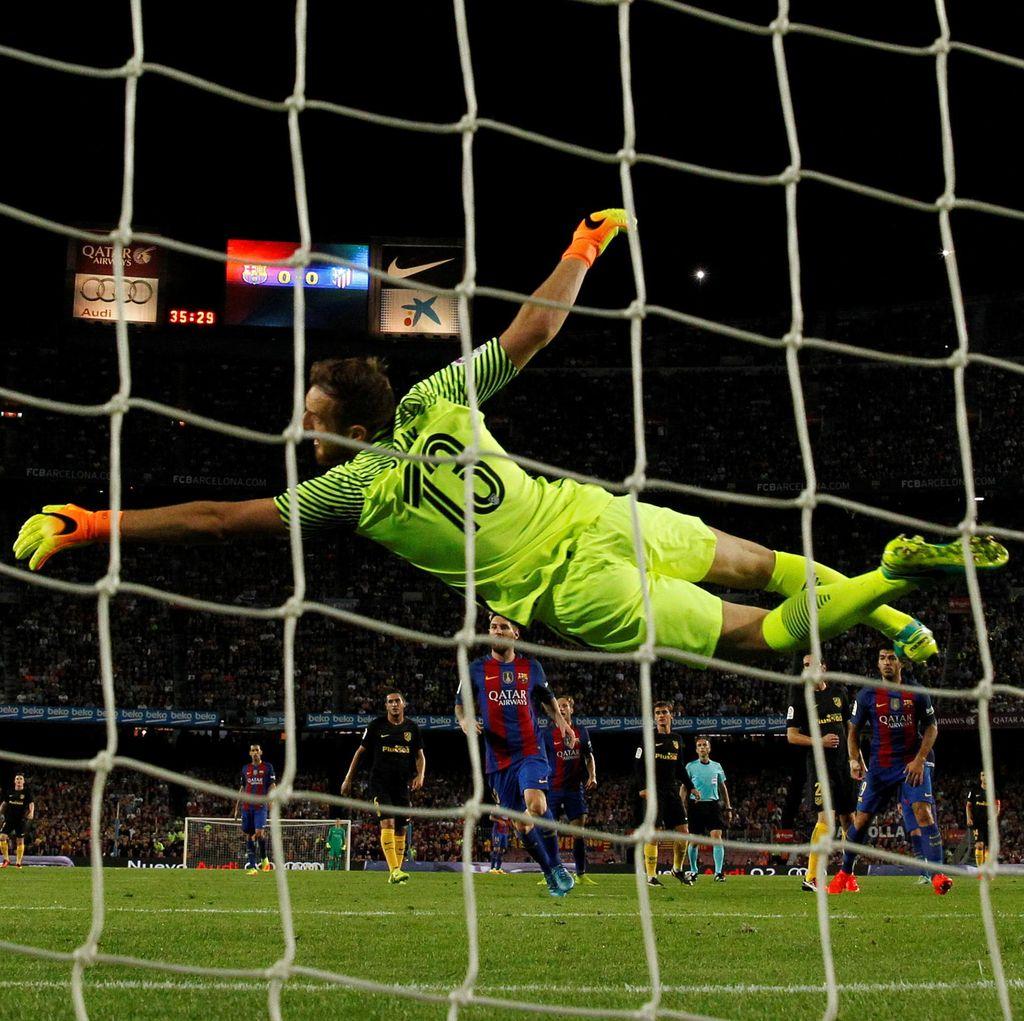 Jan Oblak vs Barca: 8 Pertandingan, Kebobolan 12 Gol