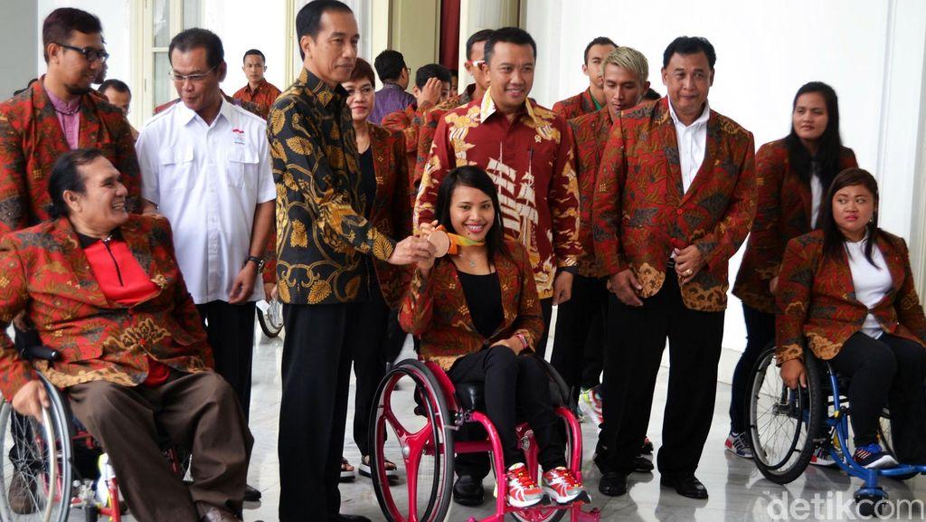 Jokowi Terima Atlet Peraih Perunggu Paralympic