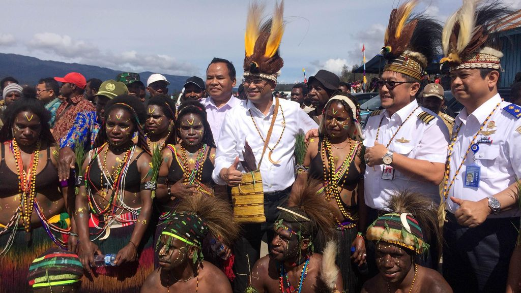 Menhub Kunjungi Ilaga Papua, Janji Perbaiki dan Perpanjang Runway Bandara