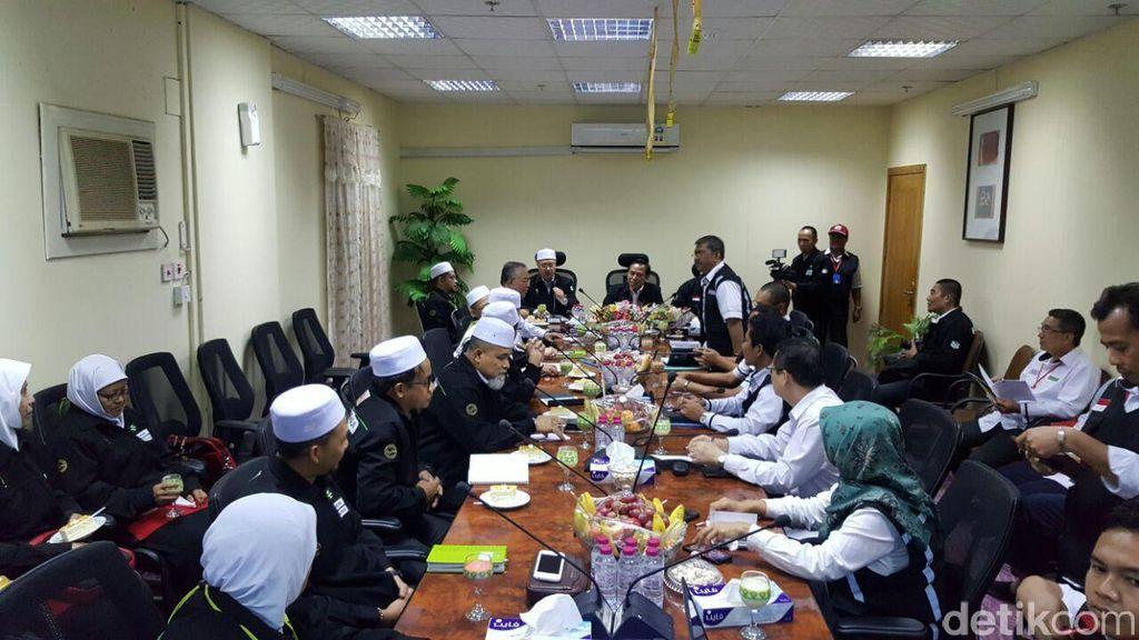 Terinspirasi dari Indonesia, Petugas Haji Malaysia Terapkan Safari Wukuf Perdana