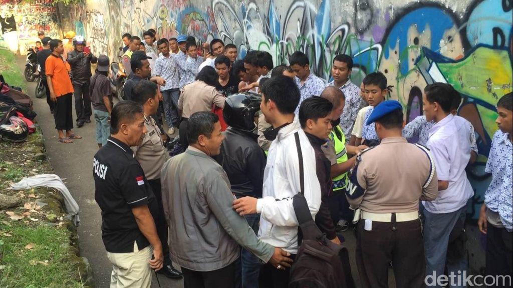 Puluhan Pelajar Ditangkap Polisi Saat Mau Tawuran di Jatinegara