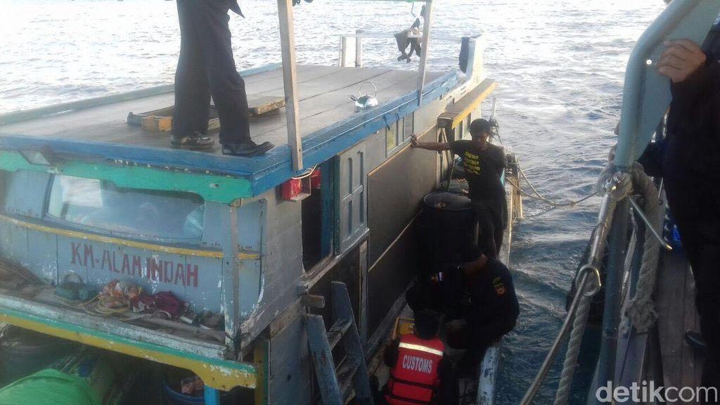 Kapal Pengangkut 28 Kg Bahan Peledak Diamankan Polisi dan Bea Cukai di Perairan Bali