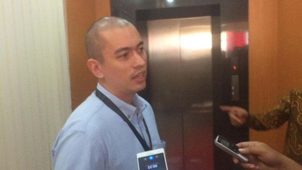 Staf Ahok Rian Ernest Serahkan Kelengkapan Berkas Cagub ke KPU DKI