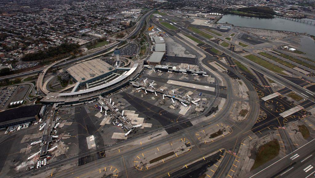 Gara-gara Mobil Kosong, Terminal B Bandara LaGuardia New York Dievakuasi