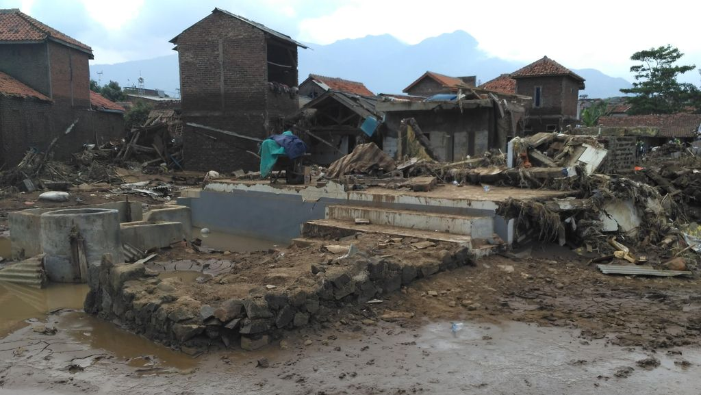 Luas Wilayah Bencana Banjir Garut Jadi Kendala Tim SAR Cari Korban Hilang