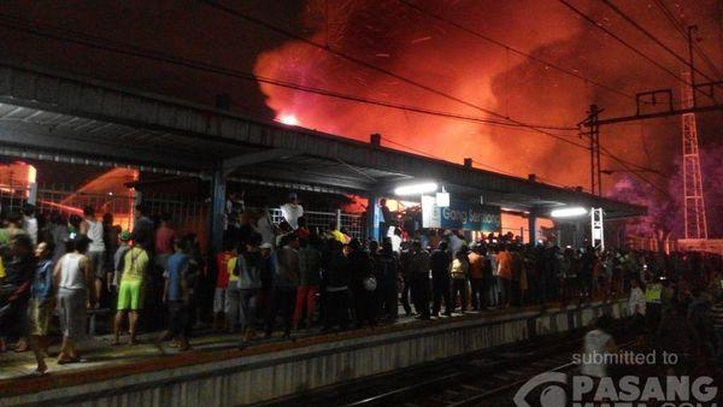 Kebakaran Landa Beberapa Rumah di Salemba, 27 Mobil Damkar Diterjunkan