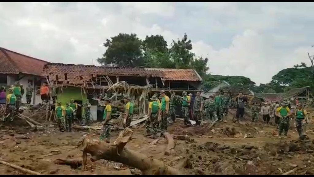 Garut Berduka, 20 Korban Banjir Bandang Masih Hilang