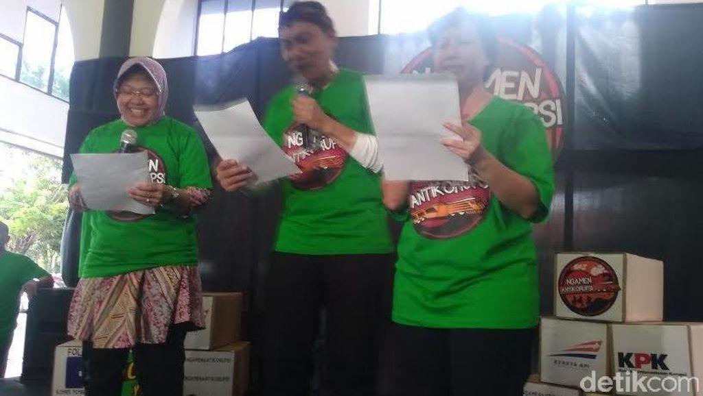 KPK Ngamen Anti Korupsi di Stasiun Gubeng