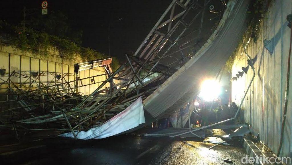 Ruas Terowongan Pasar Minggu Masih Ditutup, Puing JPO Sedang Dievakuasi
