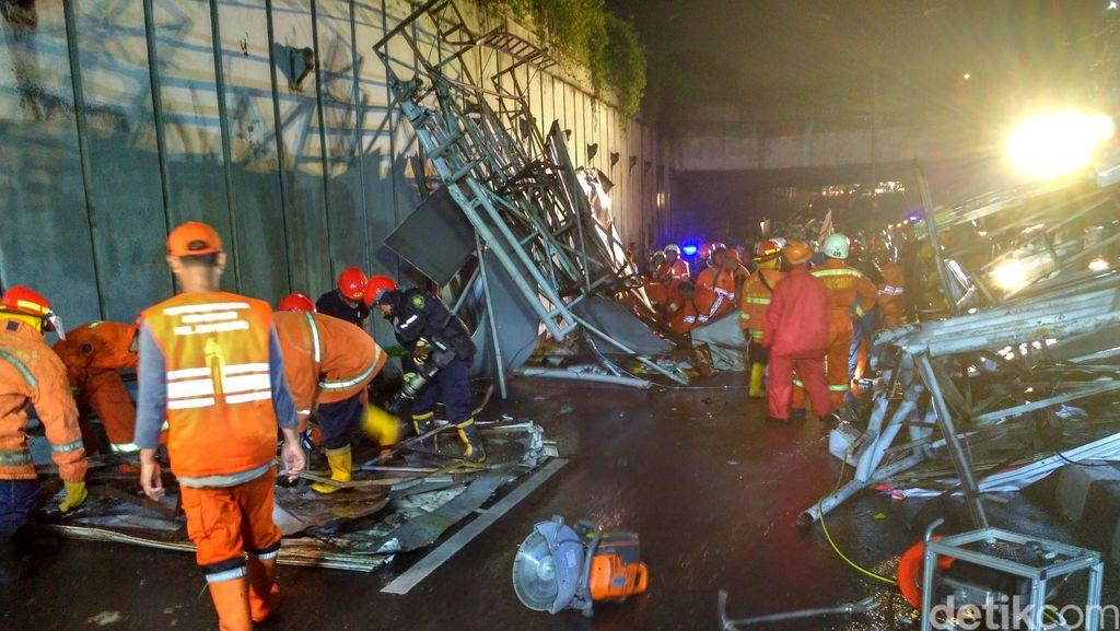 6 Korban Luka Pagar Jembatan Ambruk Dirawat di RSUD Pasar Minggu