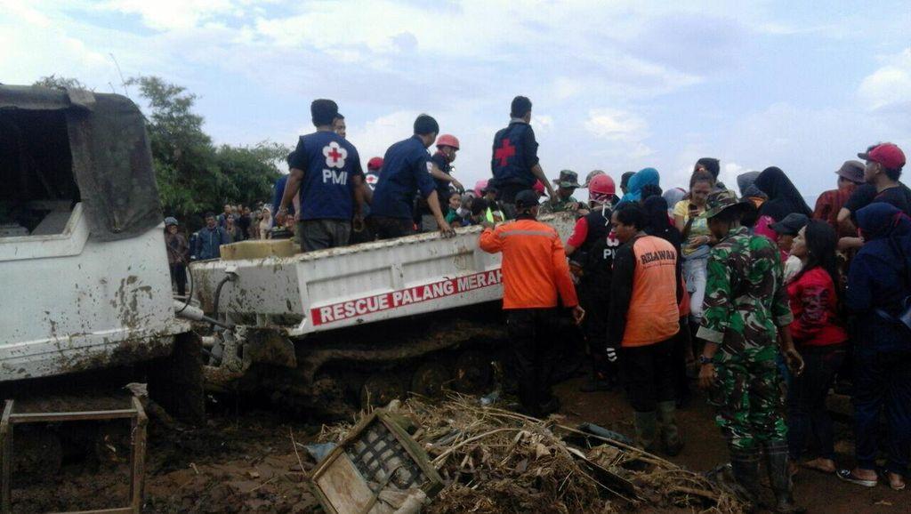 Garut Berduka: Lokasi Musibah Bukan Wisata Bencana, Warga Berselfie Akan Ditegur