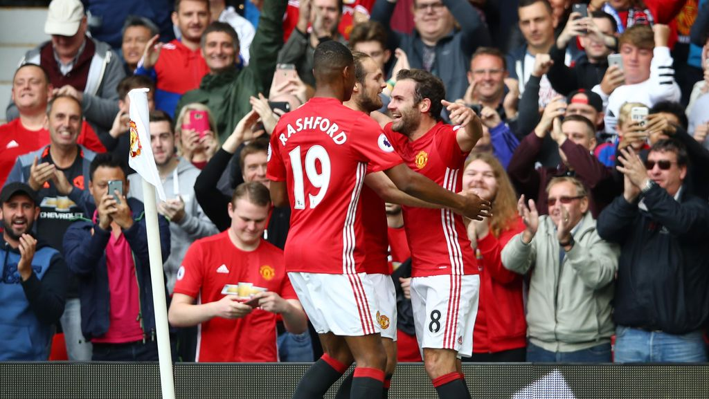Manchester United Gulung Leicester City 4-1
