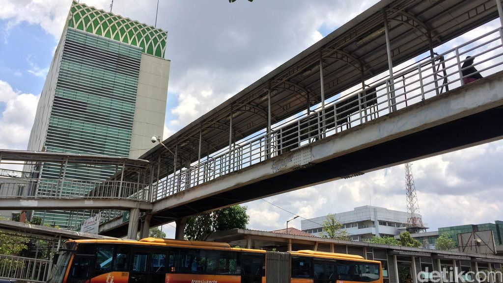Ahok Akan Perbanyak JPO Bawah Tanah di Jakarta