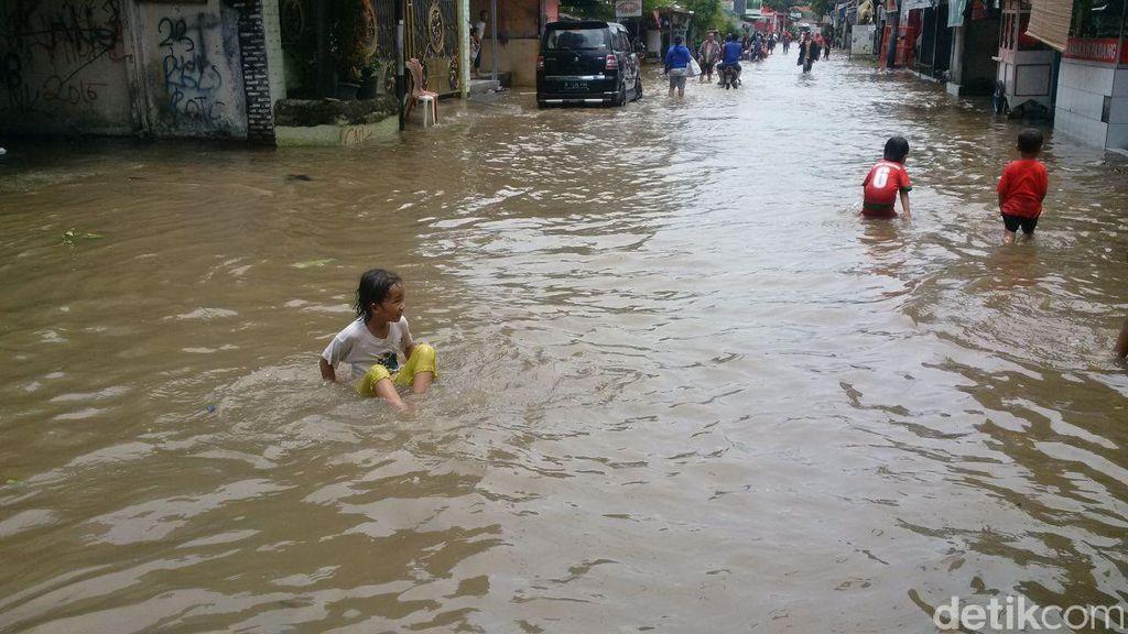 Banjir di Ciledug Awet, Warga Keluhkan Tanggul yang Belum Selesai Dibangun