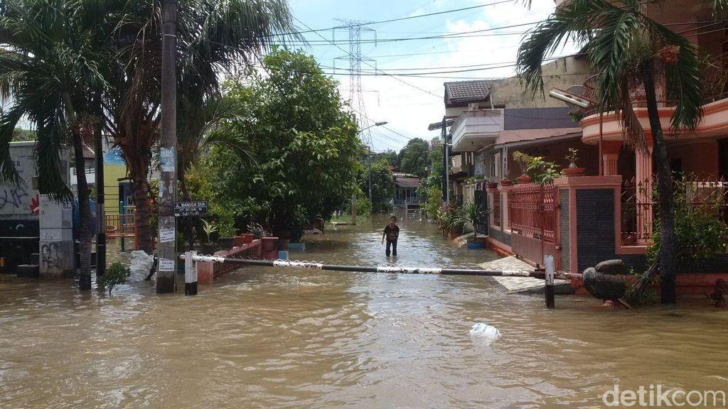 Belum Surut, Begini Penampakan Banjir di Perumahan Ciledug Indah 2