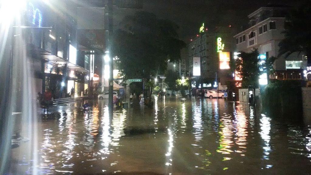 Kemang Jakarta Selatan Banjir Lagi, Lalu Lintas Ditutup