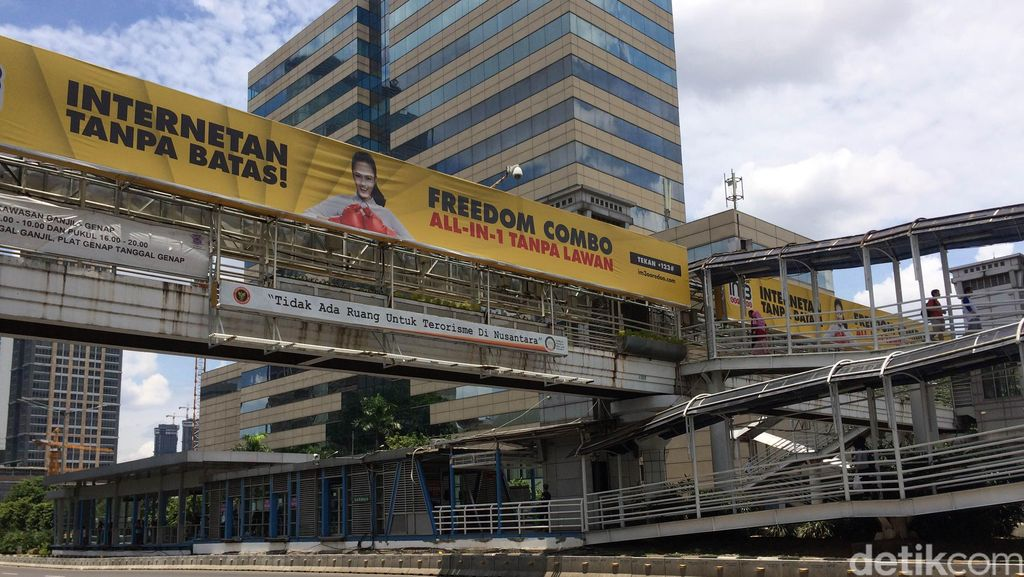 Ahok Curiga Ada Mafia Reklame yang Kuasai JPO Jakarta