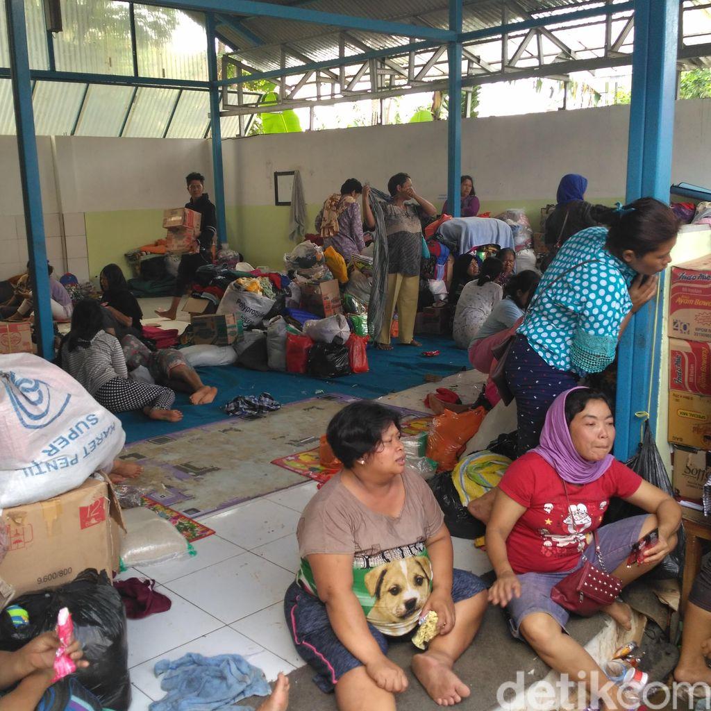 Tolong! Balita di Posko Penampungan Banjir Garut Butuh Popok dan Baju Ganti