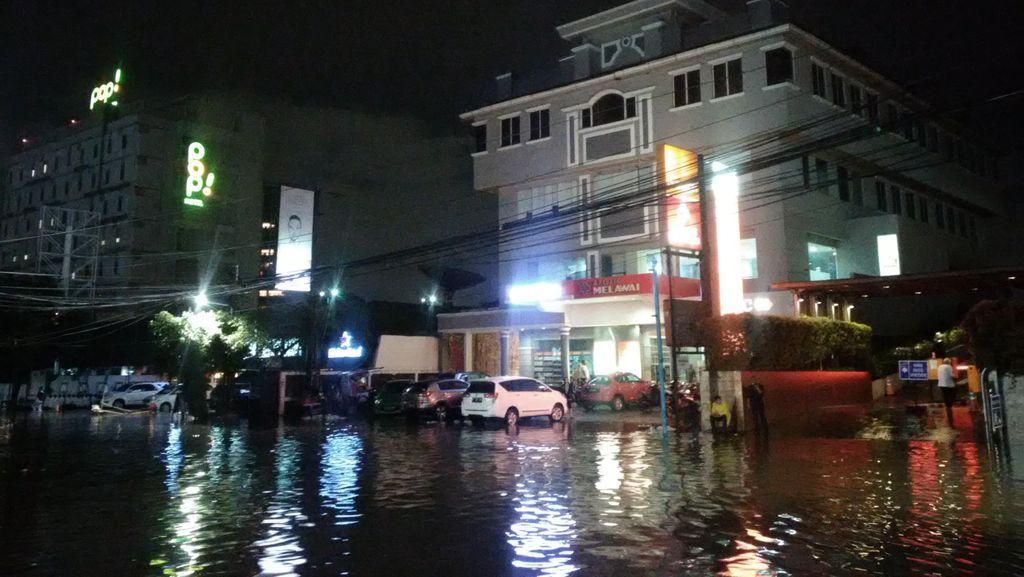 Hujan Berhenti, Banjir Kemang Jakarta Selatan Mulai Surut