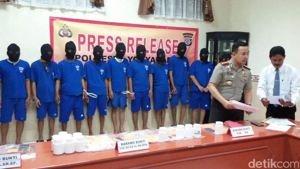 Diduga Libatkan Dokter, 10 Pria Pengedar Ribuan Pil yang Bikin Fly di Yogya Dibekuk