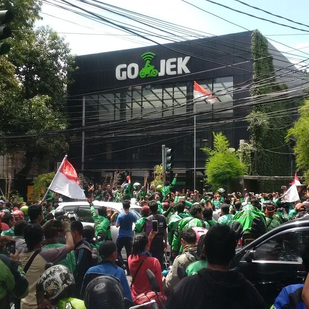 Protes Perform Percent Turun Drastis, Ratusan Driver Go-Jek Demo