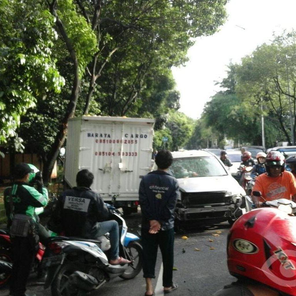 Kecelakaan Honda CRV vs Mobil Boks, Lalin di Manggarai Jakarta Macet
