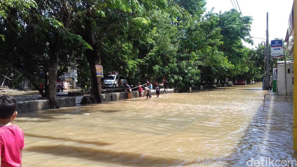 Banjir Bekasi Belum Surut, Warga Kritik Pemkot dan Pilih Meliburkan Diri
