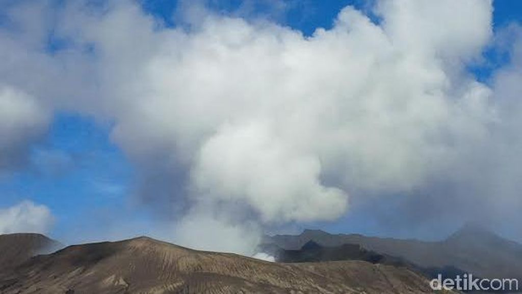 Gunung Bromo Siaga, Radius 2,5 Km Harus Kosong