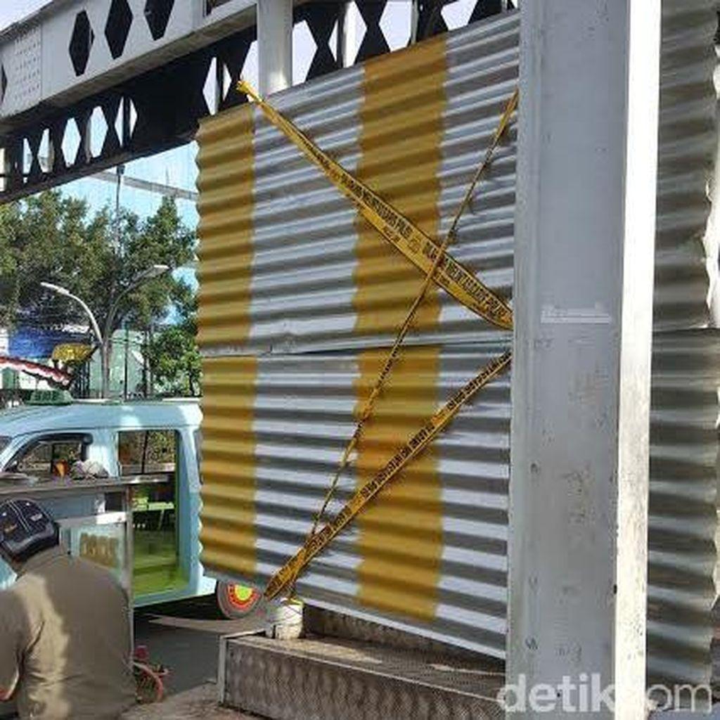 Garis Polisi Terpasang, Rangka JPO Pasar Minggu Masih Berdiri Menantang