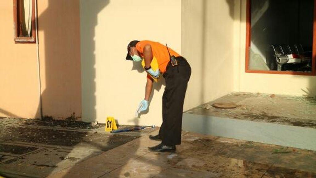 Pelaku Pembakaran Gedung DPRD Gowa Diduga Menggunakan Kembang Api