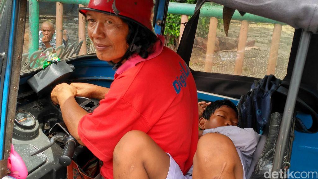 Ketegaran Amat, Bocah yang 11 Tahun Hidup di Atas Bajaj