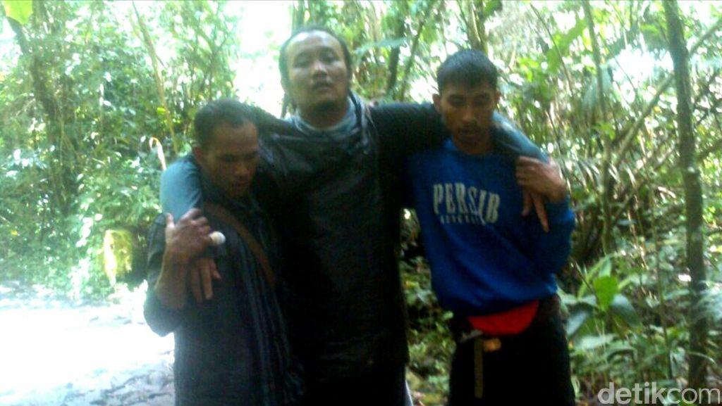 Alami Luka, Pendaki Dievakuasi Tim SAR dari Gunung Gede