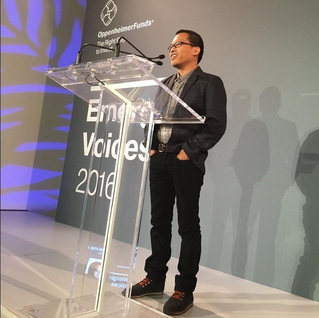 Eka Kurniawan Raih Penghargaan FT/OppenheimerFunds Emerging Voices