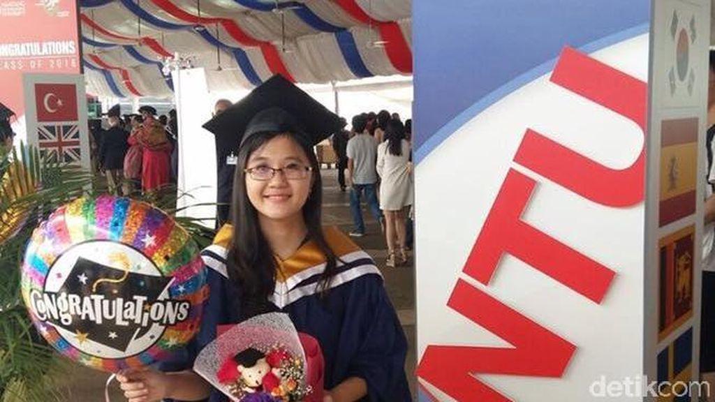 Perjuangan Dewi Suryana, dari Keluarga Tak Mampu Raih Cumlaude di NTU Singapura