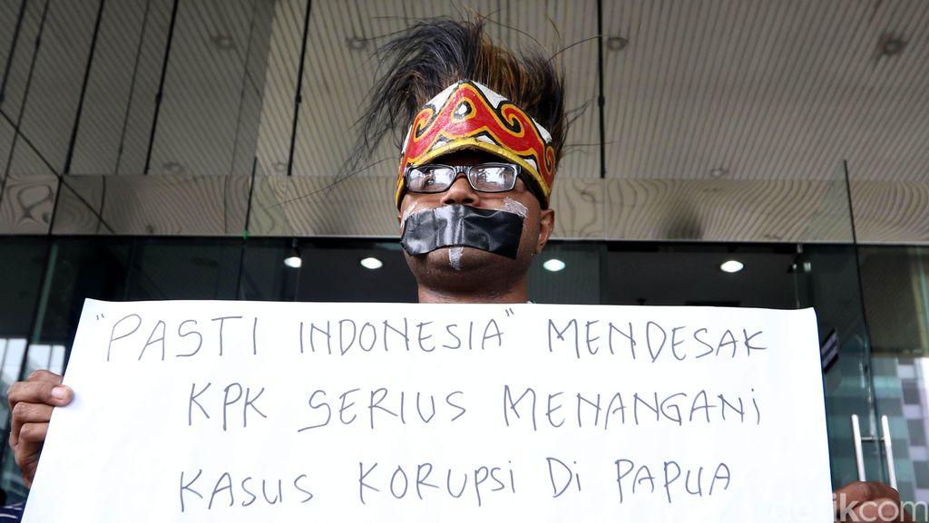 Pemuda Papua Demo di KPK